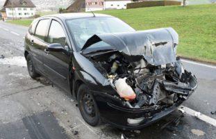 Zwischen Gisikon und Inwil: Crash fordert drei Verletzte
