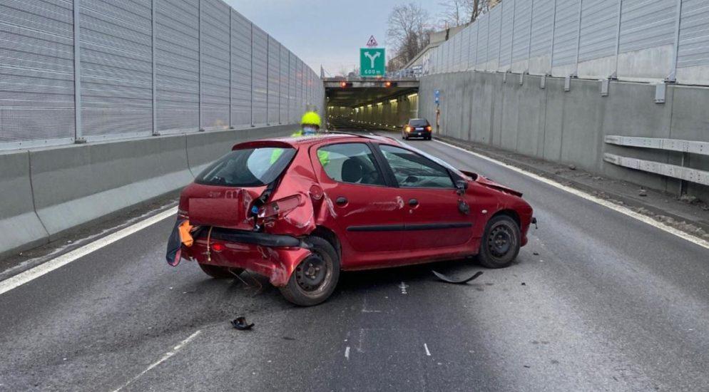 Kollision nach Überholmanöver auf der Autobahn A18 bei Muttenz