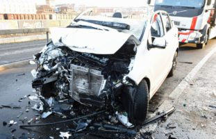 Verletzte und zweimal Totalschaden nach heftigem Crash in Littau