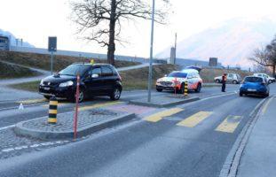 Mollis GL - 10-jähriges Mädchen stürzt bei Kollision mit Auto