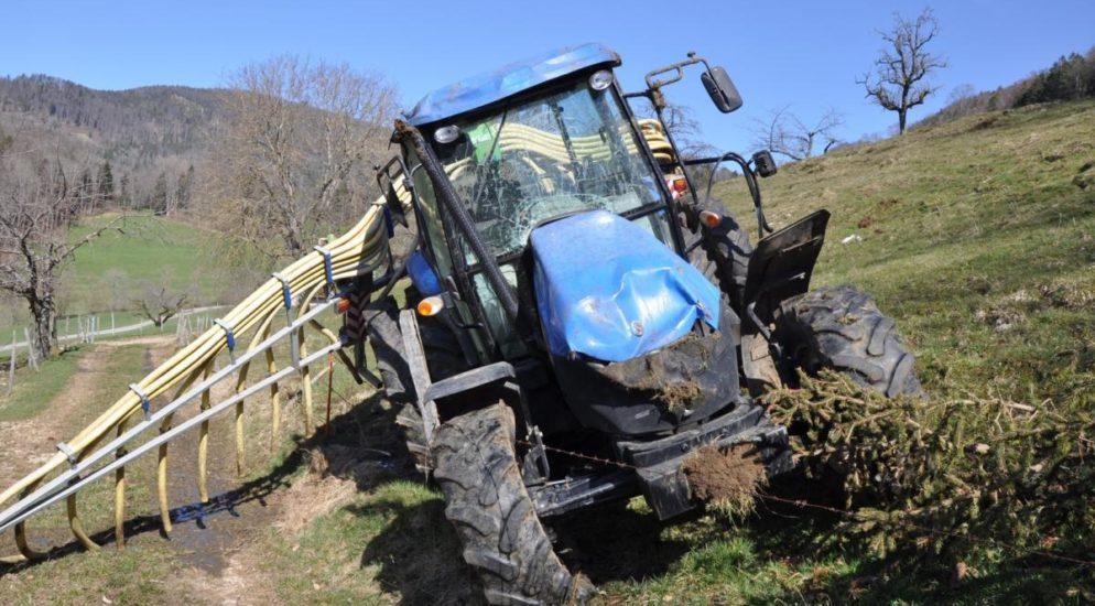 Arbeitsunfall Mümliswil SO - Landwirt überschlägt sich mit Traktor