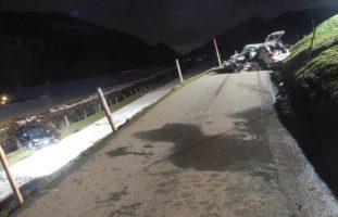 Unteriberg SZ: Heftiger Frontal-Unfall fordert vier Verletzte, zwei davon erheblich