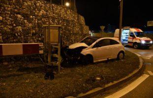 Sissach: Autolenker kracht in Begrenzungsmauer