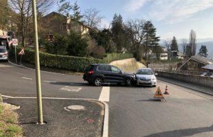 Crash zwischen zwei Autos in Füllinsdorf
