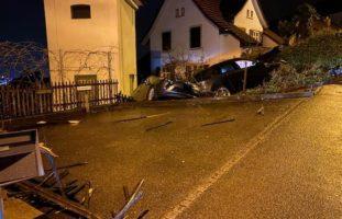 Bei Selbstunfall in Füllinsdorf gegen Gartenzaun und PW geprallt