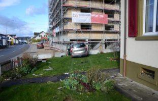 Selbstunfall Ormalingen BL: Autolenker (22) kracht in Mauer