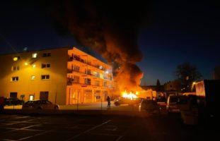 Pratteln BL: Neun Autos stehen plötzlich in Flammen