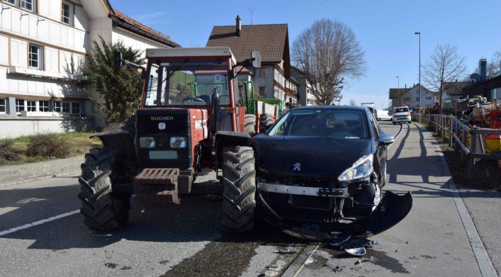 Speicher AR: Totalschaden nach Unfall mit Traktor