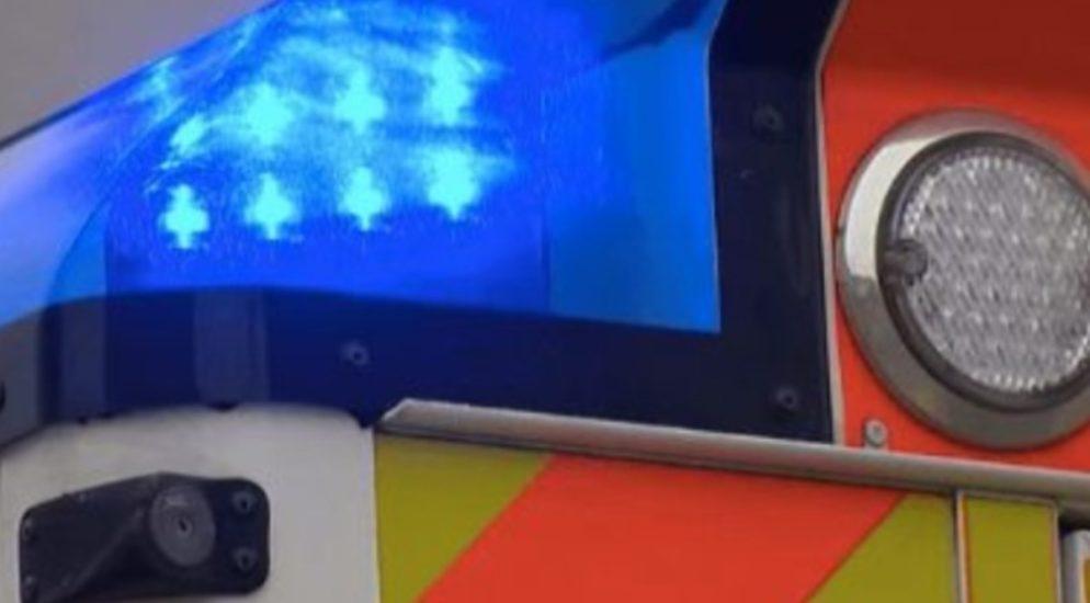 Velounfall Basel-Stadt BS: Radfahrer von PW in parkiertes Auto geschleudert