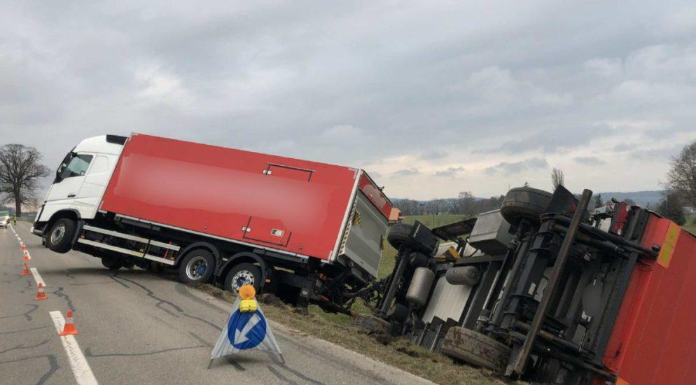 Lastzug in Düdingen FR verunfallt
