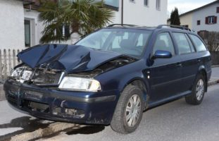 Alkoholisierter Fahrer verursacht Crash in Benken SG
