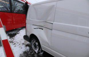 Crash zwischen Lieferwagen und Appenzellerbahn in Gonten