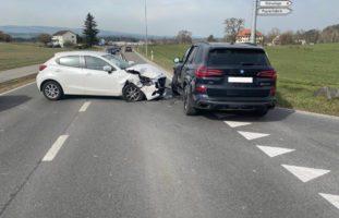 Cham ZG: Crash zwischen zwei Autos