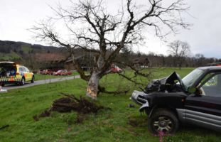 Zwei Personen nach Selbstunfall in Giswil