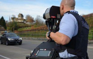 Schötz LU: Fahrer (29) rast mit 152 km/h durch 80er-Zone