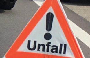 Niederscherli BE - Autofahrer bei Verkehrsunfall verletzt