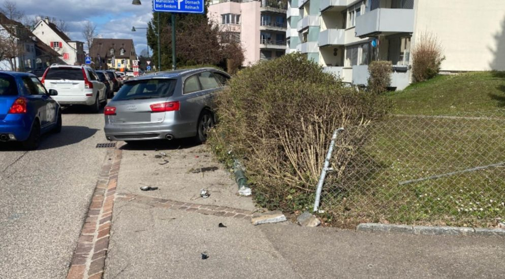 Therwil BL: Autolenker verursacht Selbstunfall