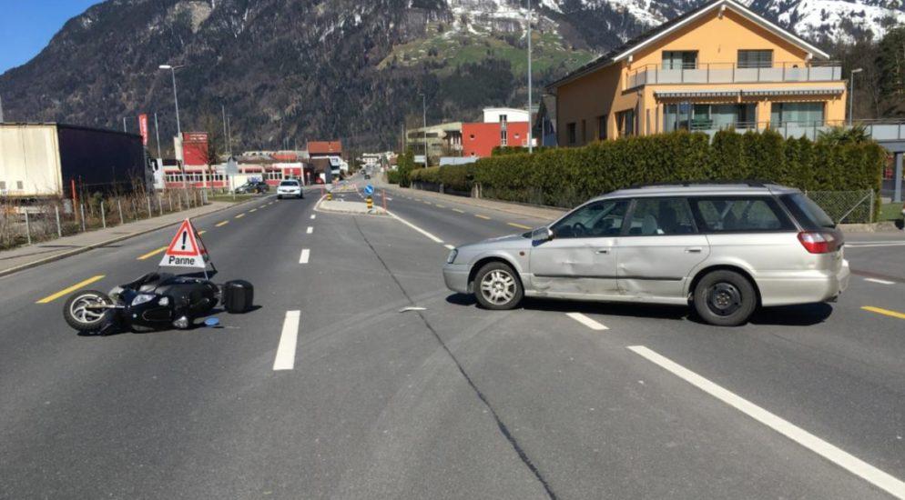 Schattdorf: Crash zwischen PW und Rollerfahrer