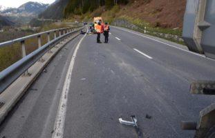 Sumvitg GR: Motorradfahrer (18) nach LKW-Unfall ins Spital geflogen