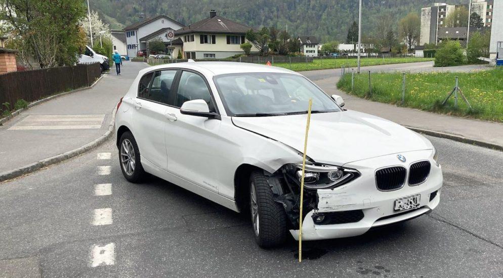 Verkehrsunfall in Näfels zwischen zwei Autos