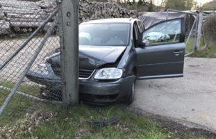 Stadt Schaffhausen: Lenker kracht in einen Stapel Baumstämme