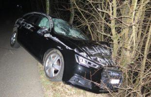 Autounfall Eptingen BL - Fahrer (18) gegen Baum geschleudert