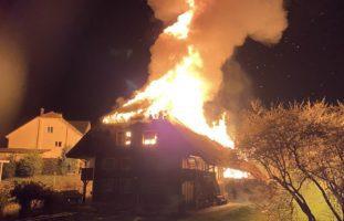 Brittnau AG: Einfamilienhaus komplett niedergebrannt