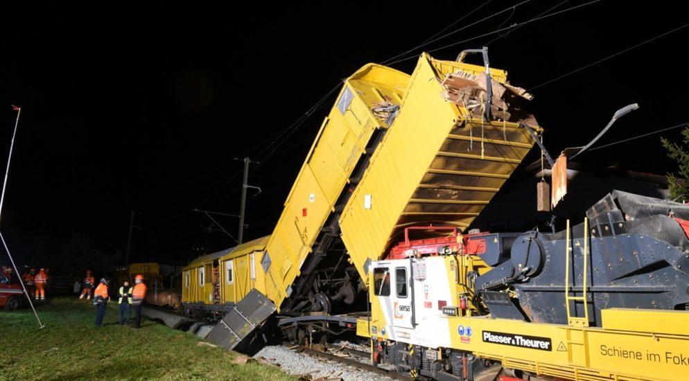 Cazis GR: Heftiger Bahnunfall zwischen zwei Bauzügen