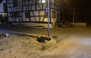 Alleinunfall Hemmental SH: Unbekannter fährt gegen einen Hydranten und haut ab