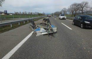 Verkehrsunfall mit Anhänger auf Autobahn bei Kriessern SG
