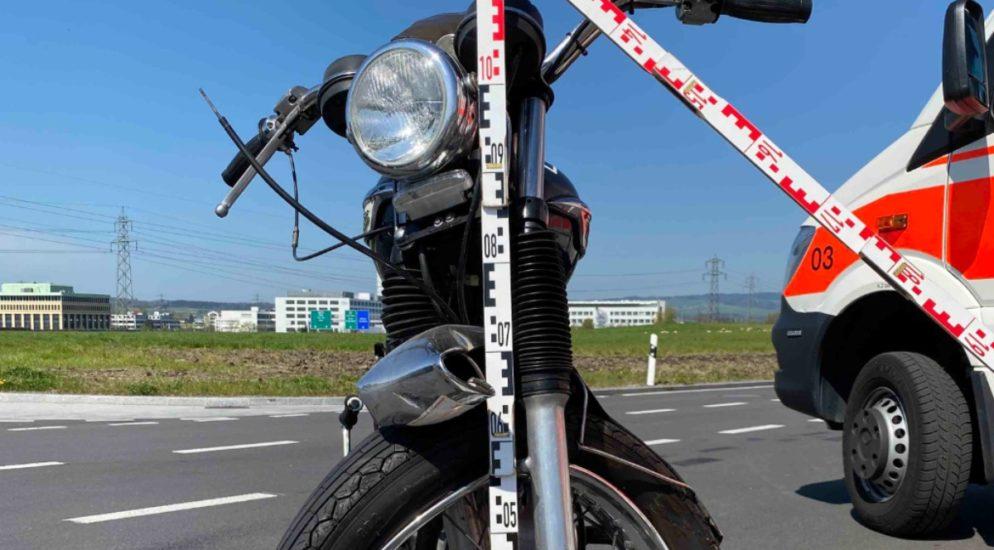 Risch Rotkreuz ZG: Mann nach Motorrad-Unfall erheblich verletzt