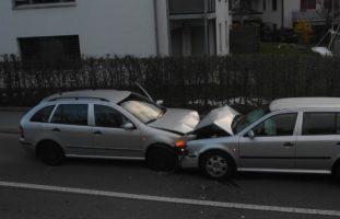 Reichenburg SZ: Autofahrerin bei Unfall erheblich verletzt