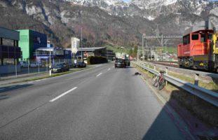 Velo-Unfall Walenstadt: Autofahrerin (23) mit Rad zusammengeprallt