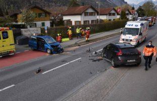 Domat/Ems: Zwei Verletzte bei heftigem Verkehrsunfall