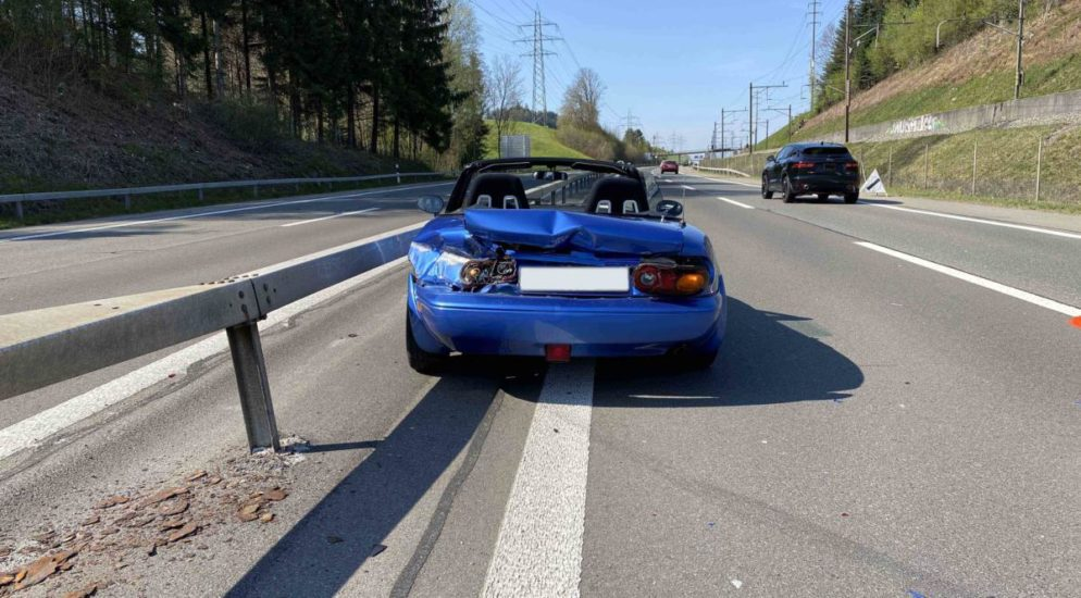 A4, Risch Rotkreuz ZG - Totalschaden nach Crash in Leitplanke