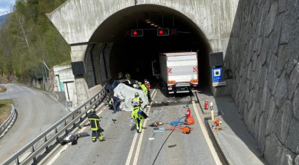 Stalden VS: Schwerer Verkehrsunfall fordert ein Todesopfer (25)