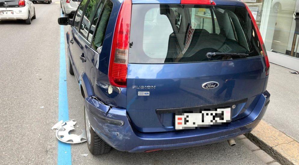Glarus: Autolenkerin übersieht vortrittsberechtigten Lieferwagen