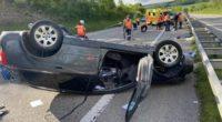 Arisdorf BL: Bei Verkehrsunfall auf der A2 auf dem Dach gelandet