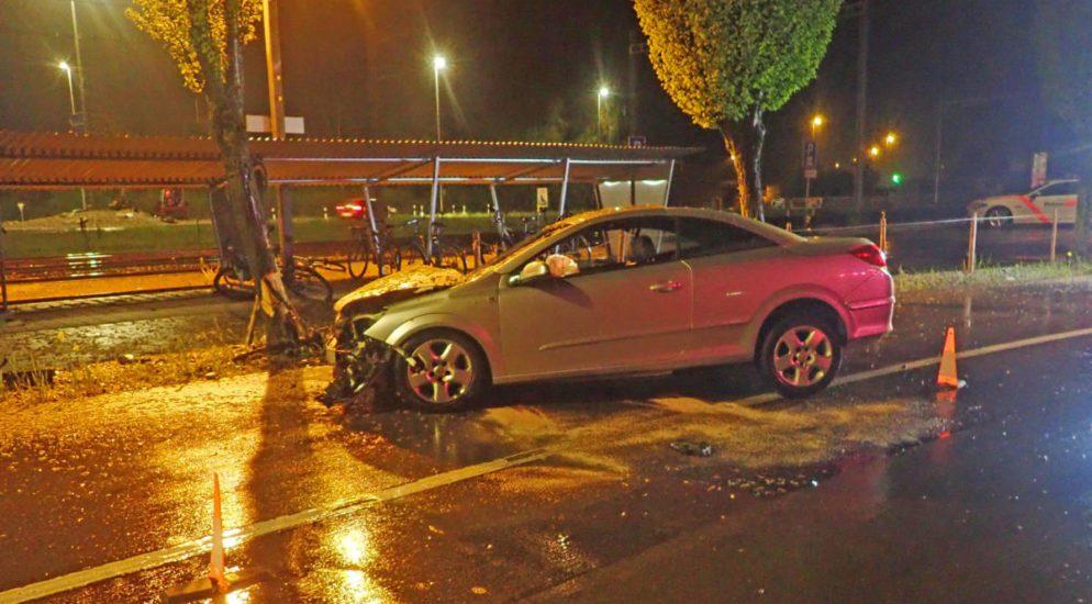 Märstetten TG: Bei Verkehrsunfall heftig in Baum geprallt