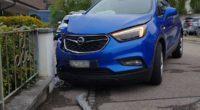 Selbstunfälle Reinach, Klingnau AG - Fahrerin (27) schläft ein und prallt in Mauer