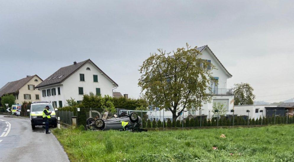 Dintikon AG: Lenker (26) alkoholisiert heftig verunfallt
