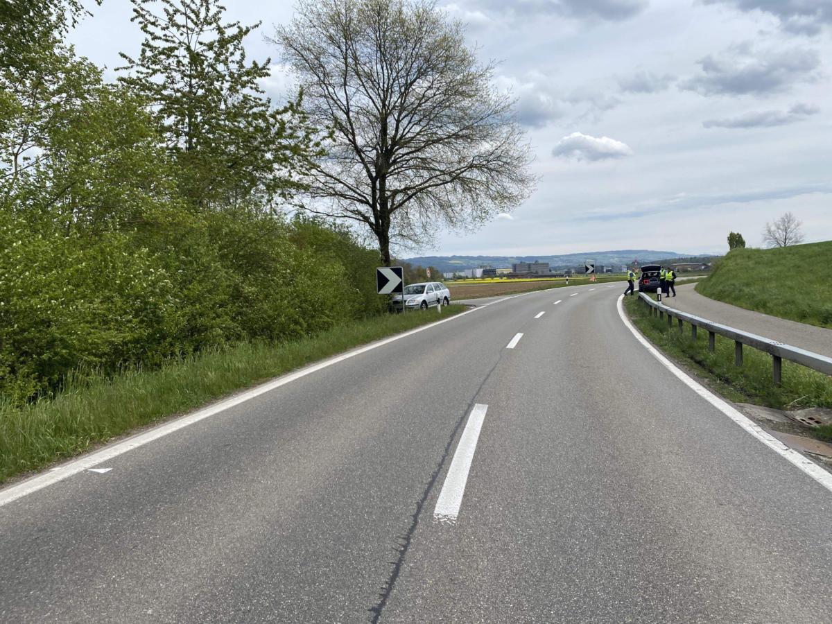 Scherz-AG-Bei-Unfall-in-Baum-geprallt