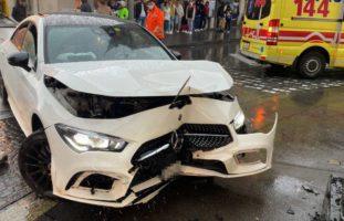 Aarau AG - Neulenker schrottet Mercedes-Benz CLA
