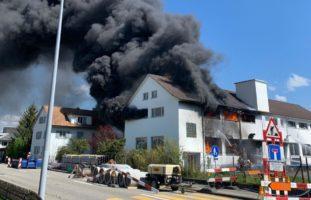 Däniken SO: Brand in Lager- und Produktionshalle einer Firma