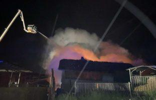 Scheune in Cheiry FR gerät in Brand