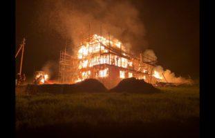 Heitenried FR: Bauernhof in Flammen