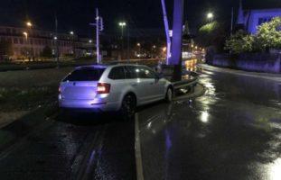 Murten FR: Bei Unfall gegen Pfosten von Bahnschranke gefahren