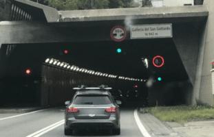 Schon 14 Kilometer Stau am Gotthard