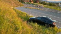 Baar ZG: Autolenker prallt in Hydranten