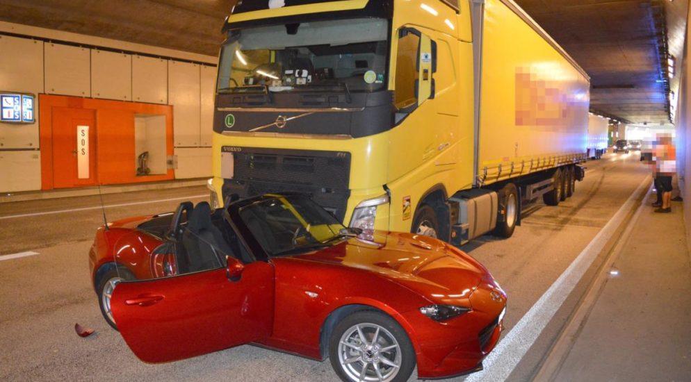 Hergiswil NW - Crash im Kirchenwaldtunnel auf der A2